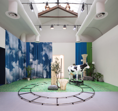 Installation view of Nabuqi's Do real things happen in moments of rationality? (2018), на Венецианской биеннале 2019.